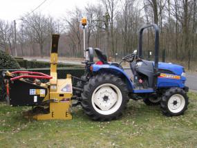 Hakselen van takken met mini-tractor